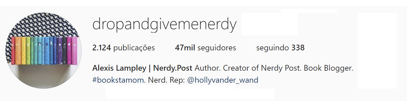 A imagem mostra o Head do instagran Drop and give me nerdy, o numero de inscritos, seguidores e a bio.